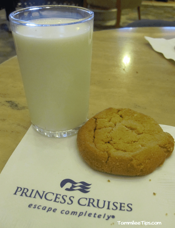 Golden-Princess-Cookies-and-Milk-2.png