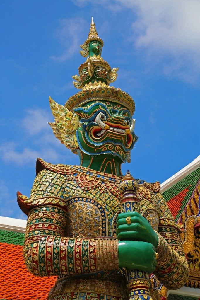 Exploring the Grand Palace in Bangkok, Thailand! Photo tour of the temples, statues, Buddha, Royals Building and more. Tips for planning your visit!