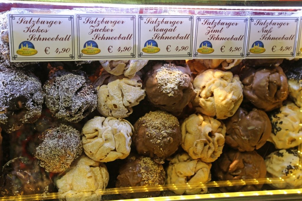 delicious-dough-balls-in-the-salzburg-christmas-market