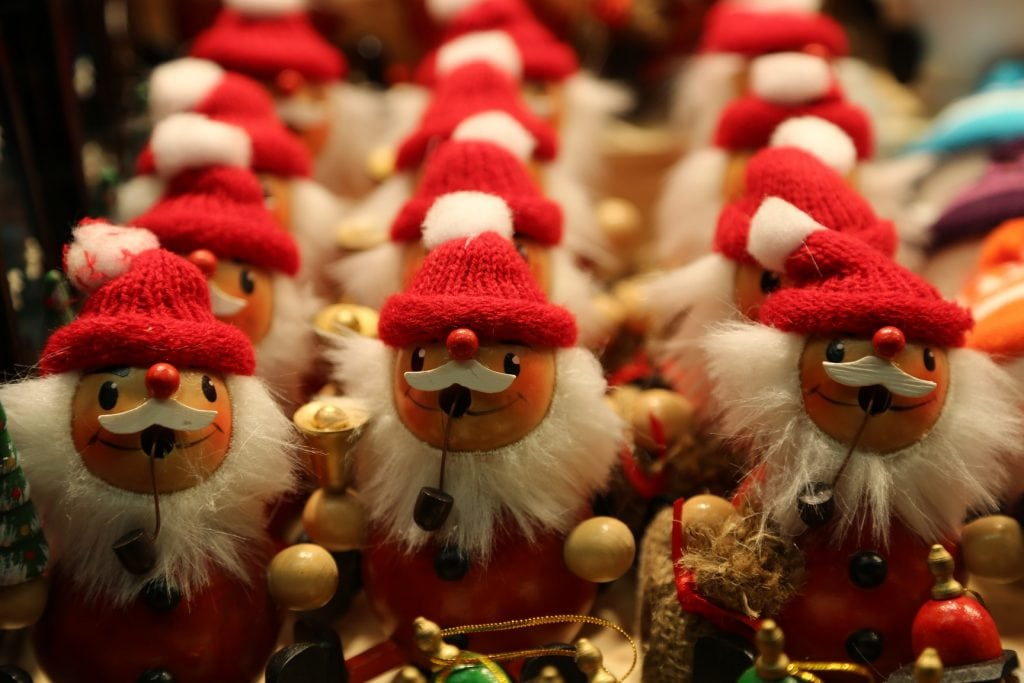 santa-claus-ornaments-at-the-salzburg-austria-christmas-market