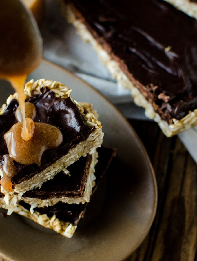 Easy Banana Chocolate Caramel Oat Bars Recipe! Only a few ingredients needed to make this delicious recipe perfect for school lunches, office lunch or a sweet treat.